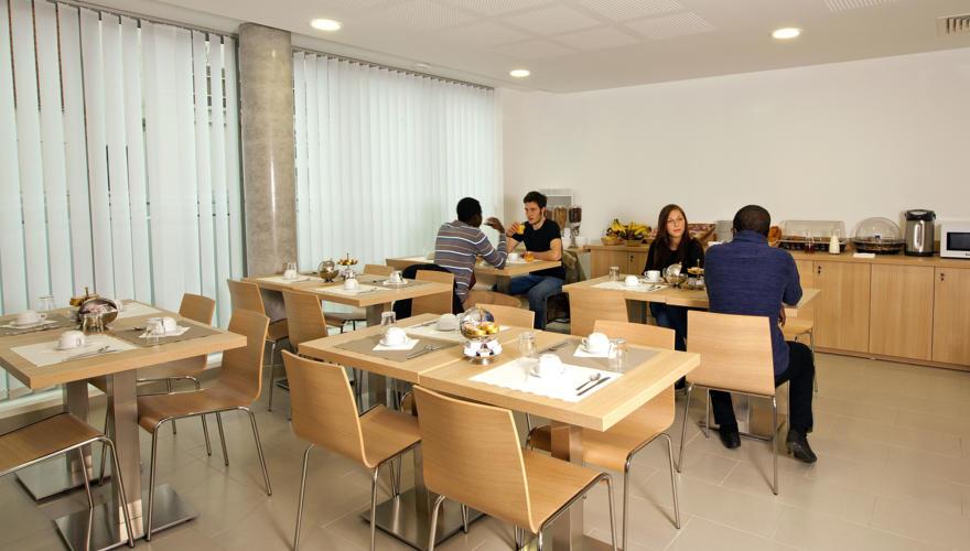 LES ESTUDINES ARAGO-CAFETERIA