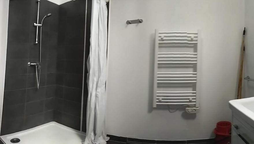 Salle de bain en T1